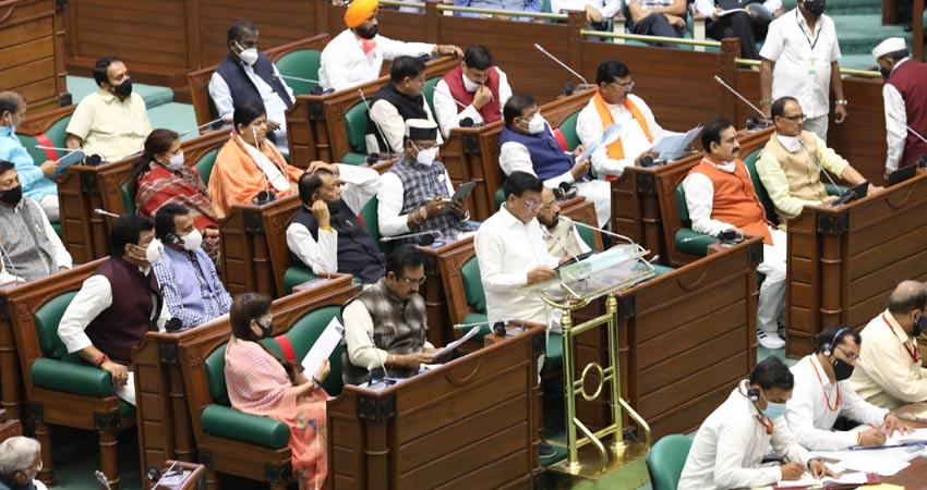 वित्त मंत्री श्री जगदीश देवड़ा ने आज विधानसभा में मध्यप्रदेश शासन का बजट 2021-22 प्रस्तुत किया।