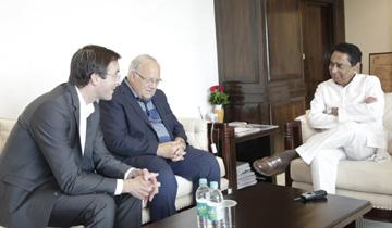 मुख्यमंत्री श्री कमल नाथ से स्विट्जरलैंड के पूर्व पर्यटन मंत्री श्री जॉन झेंडर ने मंत्रालय में सौजन्य भेंट की।