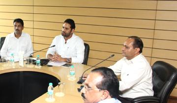 किसान कल्याण तथा कृषि विकास मंत्री श्री सचिन यादव ने मण्डी बोर्ड कार्यालय में कृषि यंत्र निर्माता कंपनियों के प्रतिनिधियों के साथ बैठक की।
