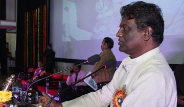 स्कूल शिक्षा मंत्री डॉ. प्रभुराम चौधरी मॉडल हायर सेकेण्डरी स्कूल टी.टी. नगर में प्रांतीय शिक्षक सम्मान समारोह में शामिल हुए।