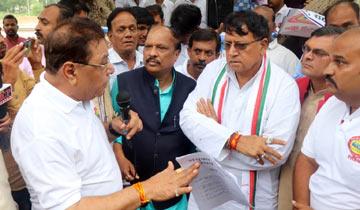 जनसम्पर्क मंत्री श्री पी.सी. शर्मा से मिला पत्रकार संगठन।