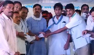 """नगरीय विकास एवं आवास मंत्री श्री जयवर्द्धन सिंह आगर-मालवा जिले के नलखेड़ा में """"आप की सरकार आपके द्वार"""" कार्यक्रम में शामिल हुए।"""