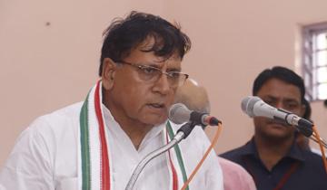 जनसम्पर्क मंत्री श्री पी.सी. शर्मा ने विश्व आदिवासी दिवस पर शासकीय वाल्मिकी भवन, सरस्वती नगर भोपाल में आदिवासी युवाओं को संबोधित किया।