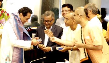 मंत्रालय में एच.ई.जी.लि. मंडीदीप और अक्षयपात्र फाउंडेशन की ओर से मुख्यमंत्री श्री कमल नाथ का सम्मान किया गया।
