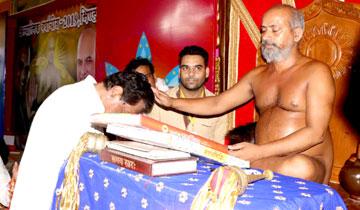 मुख्यमंत्री श्री कमल नाथ ने भिण्ड में जैन मुनि श्री विशुद्ध सागर महाराज जी के सानिध्य में चल रहे अध्यात्मिक पावन वर्षायोग में पहुँचकर मुनिश्री से आशीर्वाद प्राप्त किया।