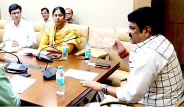 राजस्व एवं परिवहन मंत्री श्री गोविन्द सिंह राजपूत ने अंतर्विभागीय समिति की बैठक ली।