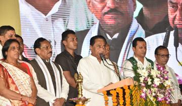 मुख्यमंत्री श्री कमल नाथ ने झाबुआ में मुख्यमंत्री आवास (शहरी) मिशन योजना के शुभारंभ समारोह को संबोधित किया।