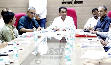 मुख्यमंत्री श्री कमल नाथ ने जनाधिकार कार्यक्रम में कलेक्टर्स को दिये निर्देश।