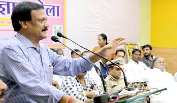 लोक निर्माण मंत्री श्री सज्जन सिंह वर्मा ने देवास में कृषि विज्ञान मेले को सम्बोधित किया।