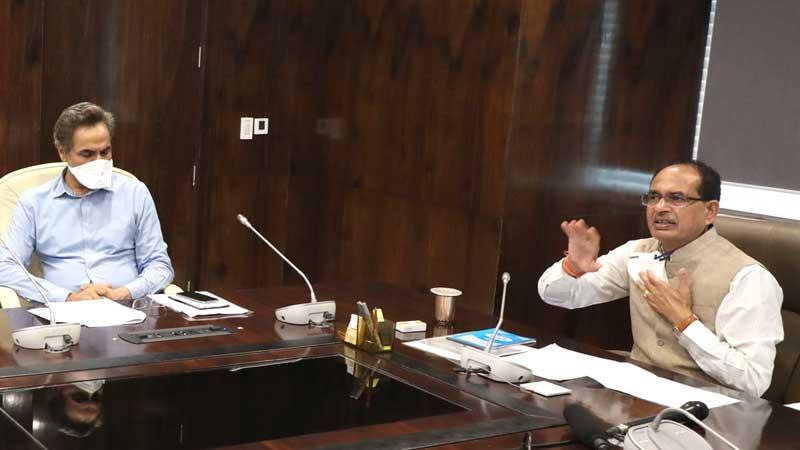 मुख्यमंत्री श्री शिवराज सिंह चौहान ने मंत्रालय से वीडियो कॉन्फ्रेंसिंग के माध्यम से पथ व्यवसाइयों से संवाद किया।