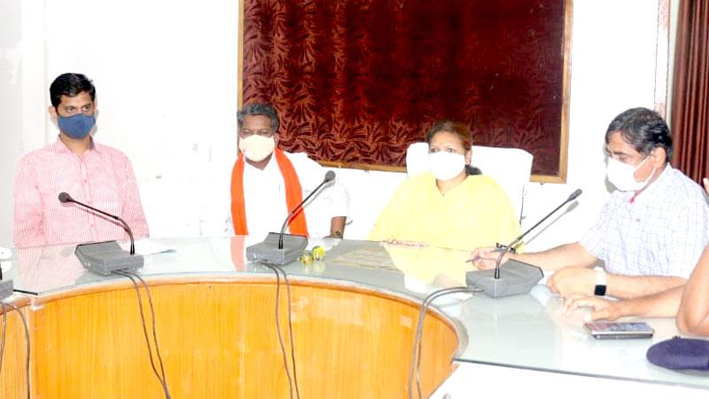 जनजातीय कार्य मंत्री सुश्री मीना सिंह ने उमरिया में जिला क्राइसिस मैनेजमेंट कमेटी की बैठक ली।