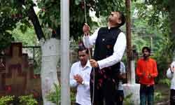 जनसम्पर्क आयुक्त श्री पी. नरहरि ने जनसम्पर्क संचालनालय में ध्वजारोहण  ...