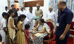 राज्यपाल श्रीमती आनंदीबेन पटेल ने राजभवन परिसर में स्वतंत्रता दिवस समा ...