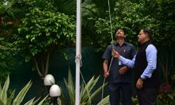 मुख्य सचिव श्री बंसत प्रताप सिंह ने स्वतंत्रता दिवस पर मुख्य सचिव निवा ...