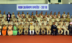 मुख्यमंत्री श्री शिवराज सिंह चौहान ने स्वतंत्रता दिवस पदक अलंकरण समारो ...