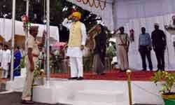 उद्योग और खनिज साधन मंत्री श्री राजेन्द्र शुक्ल ने रीवा में ध्वजारोहण  ...