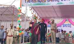 महिला एवं बाल विकास मंत्री श्रीमती अर्चना चिटनिस ने बुरहानपुर में ध्वज ...
