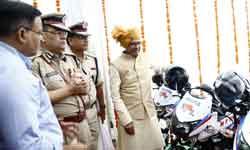 मुख्यमंत्री श्री शिवराज सिंह चौहान ने डॉयल-100 सेवा में जोड़े जा रहे 13 ...