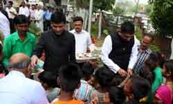 जनसम्पर्क संचालनालय में ध्वजारोहण के बाद आयुक्त श्री पी. नरहरि और संचा ...