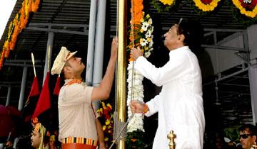 मुख्यमंत्री श्री कमल नाथ ने मोतीलाल नेहरू स्टेडियम में ध्वजारोहण किया।
