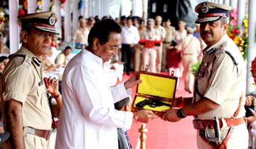 मुख्यमंत्री श्री कमल नाथ ने राज्य स्तरीय स्वतंत्रता दिवस समारोह में सराहनीय सेवा के लिये अधिकारियों-कर्मचारियों आदि को सम्मानित किया।