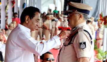 मुख्यमंत्री श्री कमल नाथ ने भोपाल में हुए राज्य स्तरीय स्वंतत्रता दिवस समारोह में पदक विजेताओं को विभूषित किया।