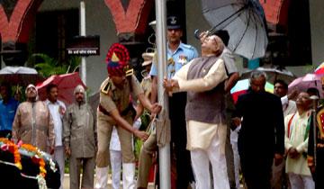 राज्यपाल श्री लालजी टंडन ने स्वतंत्रता दिवस पर राजभवन में किया ध्वजारोहण।