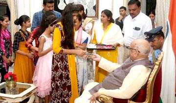 राज्यपाल श्री लालजी टंडन को रक्षा-बंधन पर्व पर राजभवन पहुँची विभिन्न समुदाय की माताओं-बहनों, बेटियों ने राखी बाँधीं।
