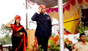 ऊर्जा मंत्री श्री प्रियव्रत सिंह ने स्वतंत्रता दिवस पर राजगढ़ में ध्वजारोहण कर परेड की सलामी ली।