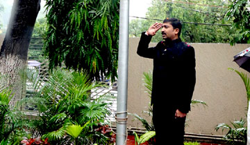 आयुक्त जनसम्पर्क श्री पी. नरहरि ने जनसम्पर्क भवन परिसर में स्वतंत्रता दिवस पर ध्वजारोहण किया।