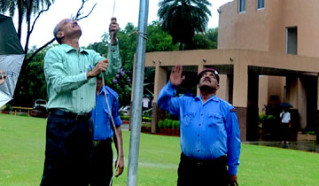 महानिदेशक अटल बिहारी वाजपेयी सुशासन एवं विश्लेषण संस्थान श्री आर. परशुराम ने स्वतंत्रता दिवस पर संस्थान में ध्वजारोहण किया।