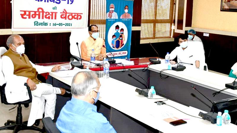 मुख्यमंत्री श्री शिवराज सिंह चौहान ने ग्वालियर मुख्यालय पर ग्वालियर एवं मुरैना संभाग में कोरोना नियंत्रण एवं व्यवस्थाओं की समीक्षा की। साथ ही जिला, ब्लाक एवं ग्राम स्तर के क्राईसिस मैनेजमेंट ग्रुप को संबोधित किया।