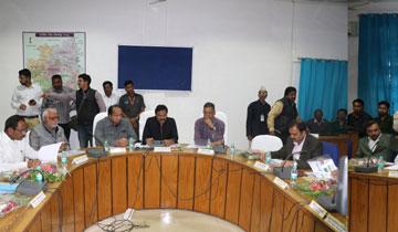 लोक निर्माण मंत्री श्री संज्जन सिंह वर्मा ने छिंदवाड़ा में विभागीय अधिकारियों की बैठक में योजनाओं की समीक्षा की।#$55194