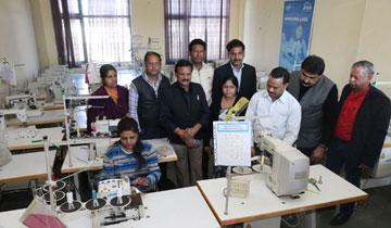 लोक निर्माण मंत्री श्री सज्जन सिंह वर्मा ने छिंदवाड़ा में प्रक्षिण संस्थानों का निरीक्षण किया।#$55193