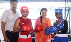 खेल एवं युवा कल्याण मंत्री श्रीमती यशोधरा राजे सिंधिया ने ग्वालियर में राज्य स्तरीय महिला बॉक्सिंग प्रतियोगिता का शुभारंभ किया।#$52739