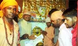 मुख्यमंत्री शिवराज सिंह चौहान ने मैहर में संत रविदास प्रतिमा में माल्यार्पण किया।#$52741
