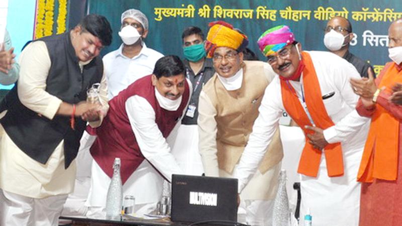 मुख्यमंत्री श्री शिवराज सिंह चौहान ने उज्जैन मुख्यालय से प्रधानमंत्री फसल बीमा की राशि प्रदेश के किसानों के खातों में अंतरित की।