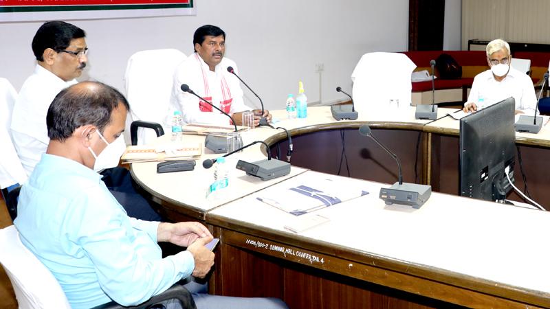 उद्यानिकी एवं  खाद्य प्रसंस्करण (स्वतंत्र प्रभार) एवं नर्मदा घाटी विकास राज्य मंत्री श्री भारत सिंह कुशवाह ने नर्मदा भवन के सभा कक्ष में जबलपुर और सागर संभाग के उद्यानिकी विभाग के अधिकारियों के साथ योजनाओं के क्रियान्वयन की समीक्षा की।
