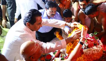 मुख्यमंत्री श्री कमल नाथ ने उज्जैन में भगवान श्री महाकालेश्वर की पाँचवीं सवारी के सभामंडप में पहुँचकर पूजा-अर्चना की।