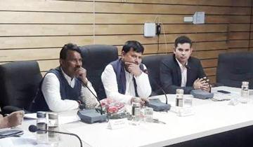 खाद्य, नागरिक आपूर्ति एवं उपभोक्ता संरक्षण मंत्री श्री प्रद्य़म्न सिंहं तोमर ने इंदौर में सार्वजनिक वितरण प्रणाली की संभागीय समीक्षा की। लोक स्वास्थ्य एवं परिवार कन्याण मंत्री श्री तुलसीराम सिलावट भी उपस्थित थे।
