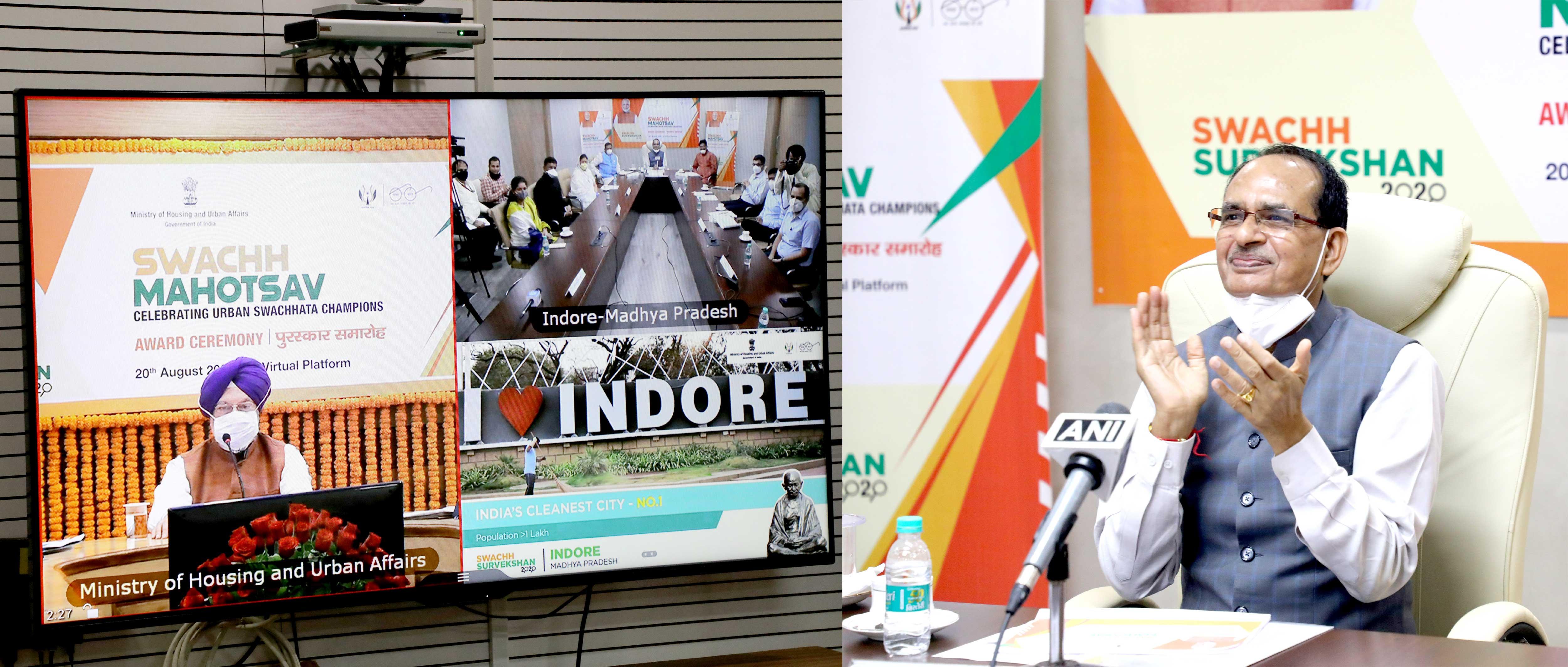 स्वच्छ सर्वेक्षण-2020 में इन्दौर को देश का स्वच्छतम शहर और भोपाल को बेस्ट सेल्फ सस्टेनेबिल कैपिटल का पुरस्कार मिलने पर प्रसन्नता व्यक्त करते हुए मुख्यमंत्री श्री शिवराज सिंह चौहान।