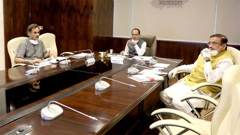 मुख्यमंत्री श्री शिवराज सिंह चौहान ने भोपाल और इंदौर मेट्रो रेल परियोजना की समीक्षा की।