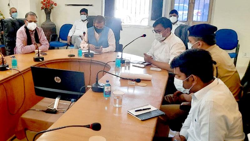 सूक्ष्म, लघु, मध्यम उद्यम मंत्री श्री ओमप्रकाश सखलेचा ने नीमच में कोरोना नियंत्रण एवं व्यवस्थाओं की समीक्षा की।