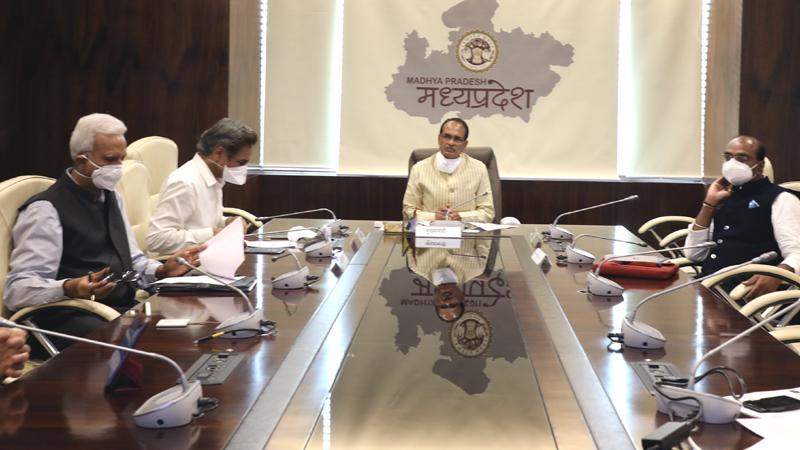 मुख्यमंत्री श्री शिवराज सिंह चौहान ने कोरोना नियंत्रण एवं व्यवस्थाओं की समीक्षा की।