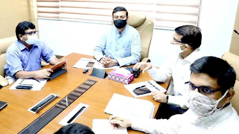 औद्योगिक नीति एवं निवेश प्रोत्साहन मंत्री श्री राज्यवर्धन सिंह दत्तीगॉव ने विभागीय योजनाओं व गतिविधियों की समीक्षा की।
