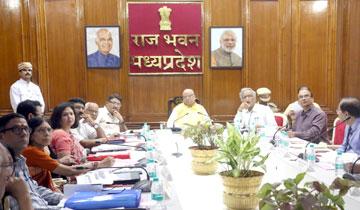 राज्यपाल श्री लालजी टंडन ने राजभवन में प्रदेश के विश्वविद्यालयों के कुलपतियों से सीधा संवाद किया।