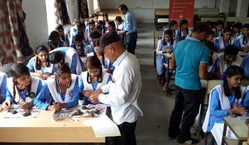 भोपाल में पर्यावरण नियोजन एवं समन्वय संगठन (एप्को) द्वारा इन दिनों पर्यावरण संरक्षण के उद्देश्य से ग्रीन गणेश अभियान के अंतर्गत स्कूलों में जागरूकता कार्यक्रम चलाया जा रहा है।