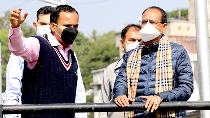 मुख्यमंत्री श्री शिवराज सिंह चौहान ने भोपाल स्थित कोहिफिजा सीवेज ट्रीटमेंट का निरीक्षण किया।