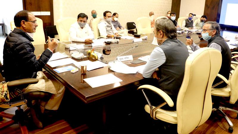 मुख्यमंत्री श्री शिवराज सिंह चौहान ने प्रदेश की राजस्व संग्रहण की समीक्षा वर्ष 2020-21 के बजट तथा 2021-22 के प्रस्तावित बजट आंकड़ों पर चर्चा की।