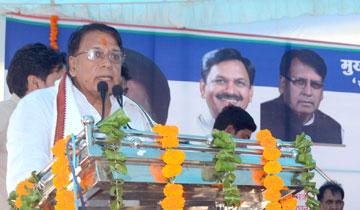 जनसम्पर्क मंत्री श्री पी.सी. शर्मा ने वार्ड-31 में मुख्यमंत्री आवास मिशन में अधिकार-पत्र वितरण  कार्यक्रम को संबोधित किया।